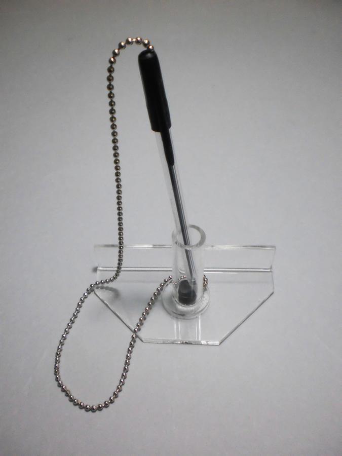 Penna triangolare singola con catenina antifurto
