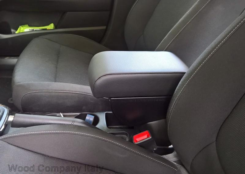 Adjustable armrest with two storages for Kia Stonic