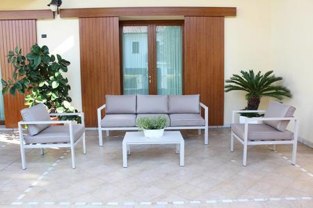 Salotto da giardino in alluminio AVANANAS divano 3 posti CM 184 2 POLTRONE colore TORTORA