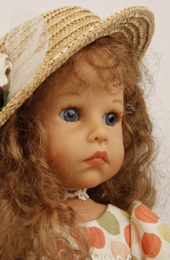 Bambola da Collezione in Vinile Elena con Cappellino di Sybille Sauer Alta cm 53 Edizione Limitata e Numerata 444 di Schildkrot Qualità Made in Germany