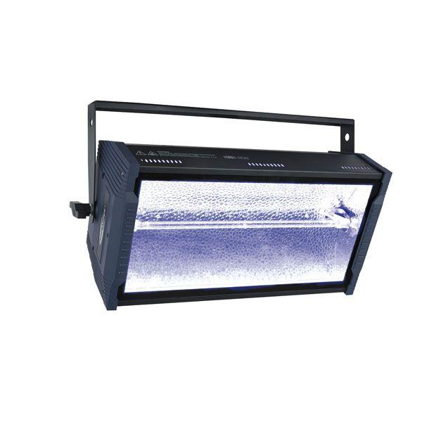 SHOWTEC - TITAN STROBE BLAZE Strobo 1500W + RGB