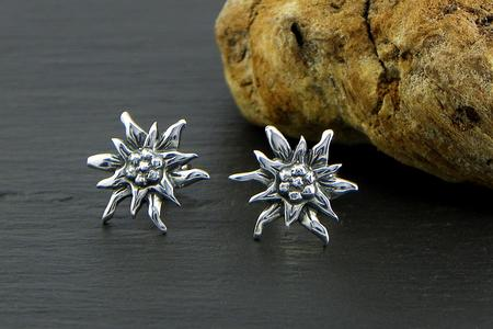 Edelweiss earrings in Silver blakened