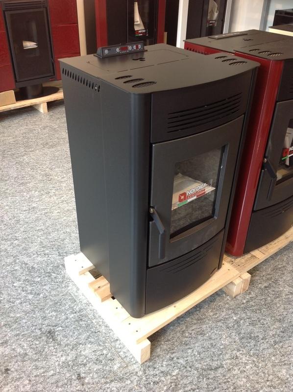 Stufa a pellet dorina rivestimento in acciaio potenza termica 6 2 kw colore nero - Potenza stufe a pellet ...