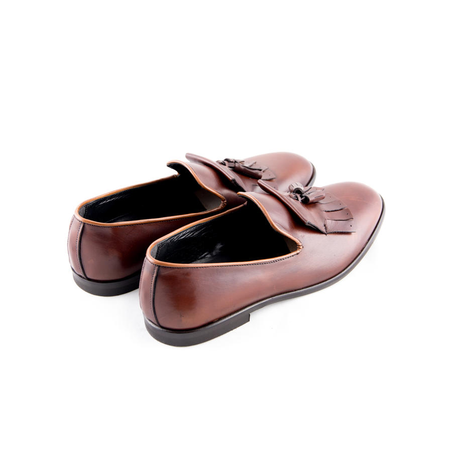 Slippers frange e nappine in pelle cuoio