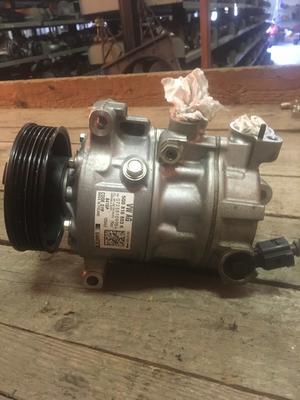 Compressore climatizzatore A/C Volkswagen, Audi, Seat, Skoda - 5Q0816803K