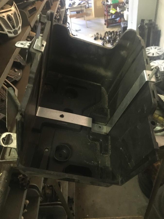 Alloggio Batteria Ford Fiesta – 8V2110723BD