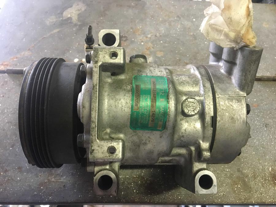 Compressore climatizzatore A/C Renault Clio - 8200037058