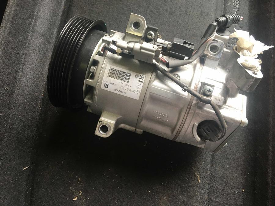 Compressore climatizzatore A/C Renault - 926008582R