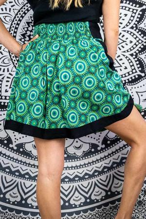 Short wheel skirt Vani - black & green