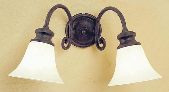 Applique Classica Etrusco di Febo in Ottone Lavorato con Due Campane in Vetro Scavo Vari Colori - Offerta di Mondo Luce 24