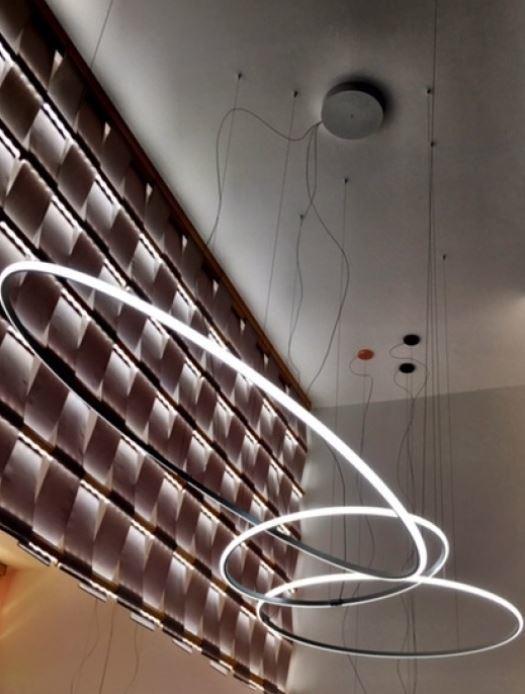 Lampada a Sospensione Olympic di Fabbian Diffusore Singolo Ø 138,7 cm in Alluminio e Materiale Plastico, Varie Finiture e Versioni- Offerta di Mondo Luce 24