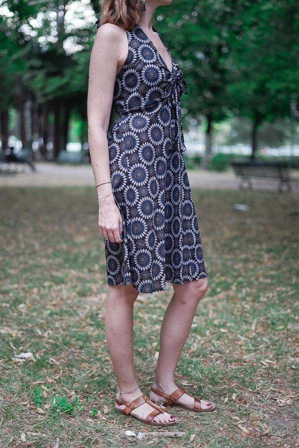 Short dress woman Medha with neck lacing - Flowered blue & gray
