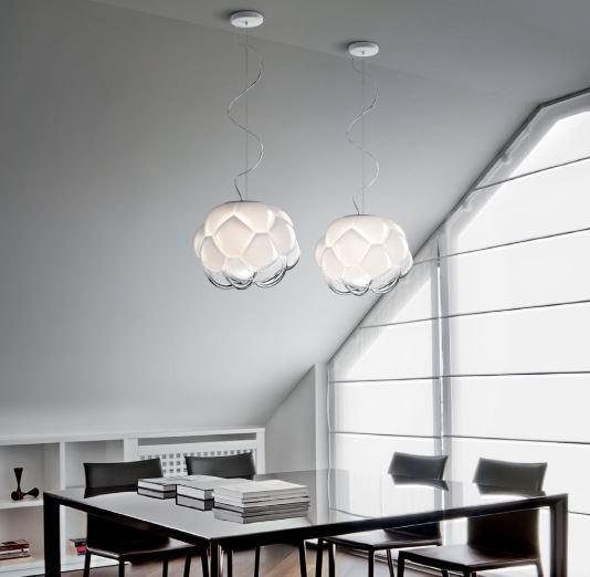 Lampada a Sospensione Cloudy di Fabbian con Diffusore in Vetro Soffiato Bianco Sfumato e Strutture Metalliche in Alluminio Pressofuso - Offerta di Mondo Luce 24