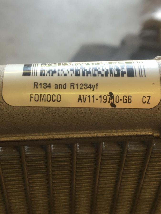 Condensatore Ford Fiesta AV11-19710GB
