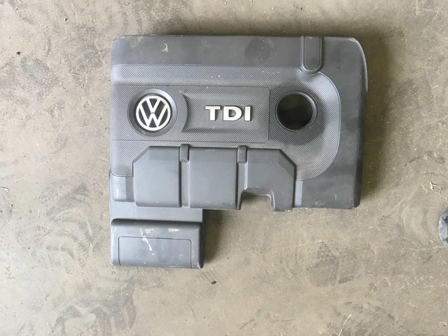 Coperchio Motore Volkswagen Polo  1400 TD 04B103925E