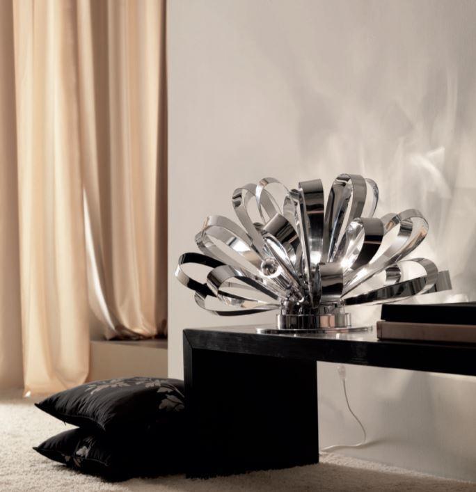 Lume/Lampada da Tavolo M'Ama Non M'Ama di Febo in Fiocchi di Metallo con Base, Varie Misure e Finiture - Offerta di Mondo Luce 24