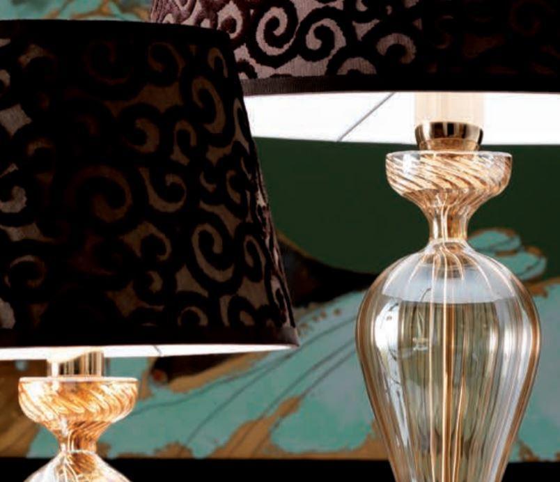 Lampada da Tavolo Class di Febo in Vetro Borosilicato Ambra con Finiture in Oro e Paralume Ramage, Varie Misure - Offerta di Mondo Luce 24