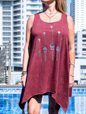 Long bordeaux tank top Chitra with silver print – giraffes