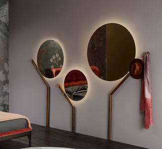 Specchio Luminoso Family di Tonin Casa in Struttura di Noce Massello, Varie Misure e Finiture - Offerta di Mondo Luce 24