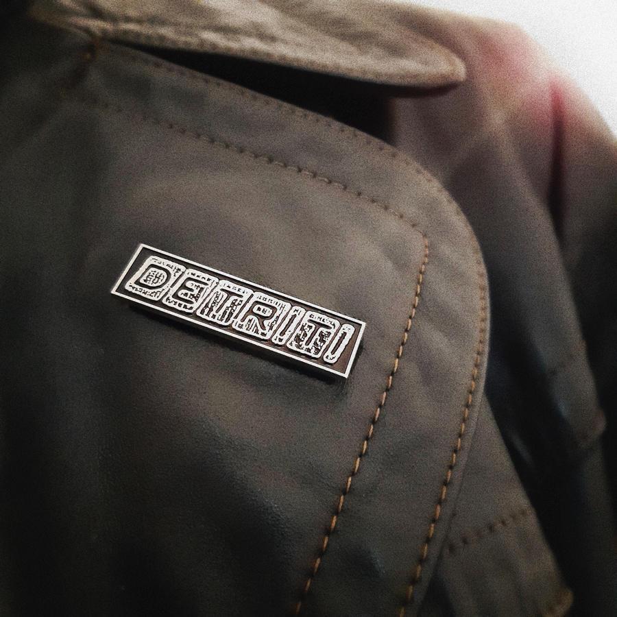 Detriti Logo pin