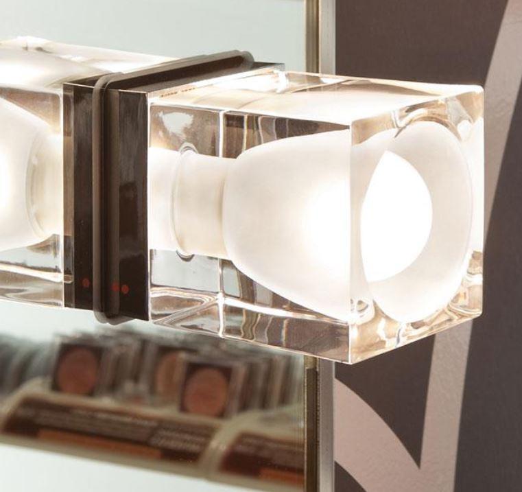 Lampada da Soffitto/Parete Cubetto di Fabbian con Diffusore Fisso in Cristallo Sabbiato Internamente e Struttura Cromata - Offerta di Mondo Luce 24