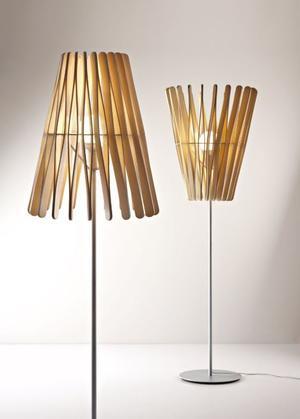 Lampada da Terra Stick di Fabbian con Diffusore Conico in Legno Ayous e Struttura in Metallo - Offerta di Mondo Luce 24