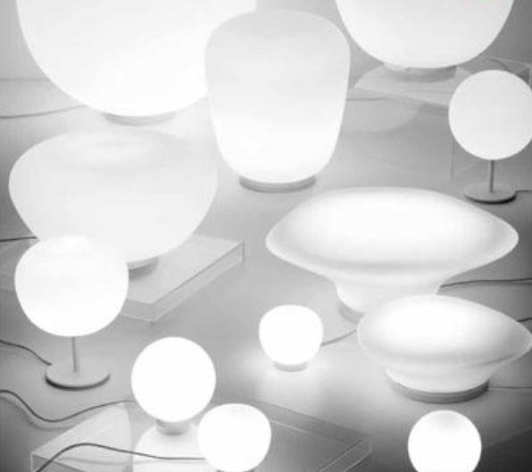 Lampada da Tavolo Lumi Sfera di Fabbian con Struttura in Metallo o Poliestere e Diffusore in Vetro Soffiato Bianco Satinato, Diverse Versioni e Misure - Offerta di Mondo Luce 24