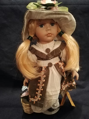 Bambola da Collezione in Porcellana con Capelli Biondi e bel Sorriso  RF Collection qualità Made in Germany