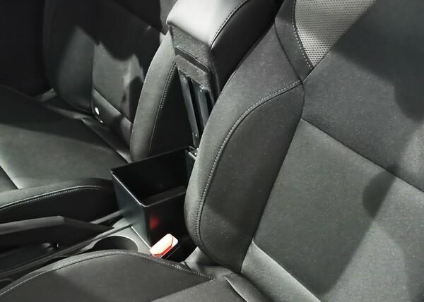 Adjustable armrest with storage for Renault Clio (10/2019>)