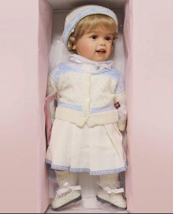 """Bambola da Collezione Vinile """"Marit di Sissel B. Skille"""" pronta per l'Inverno con Scarpine in Pelle, edizione limitata 1000 pezzi Gotz Made in Germany"""