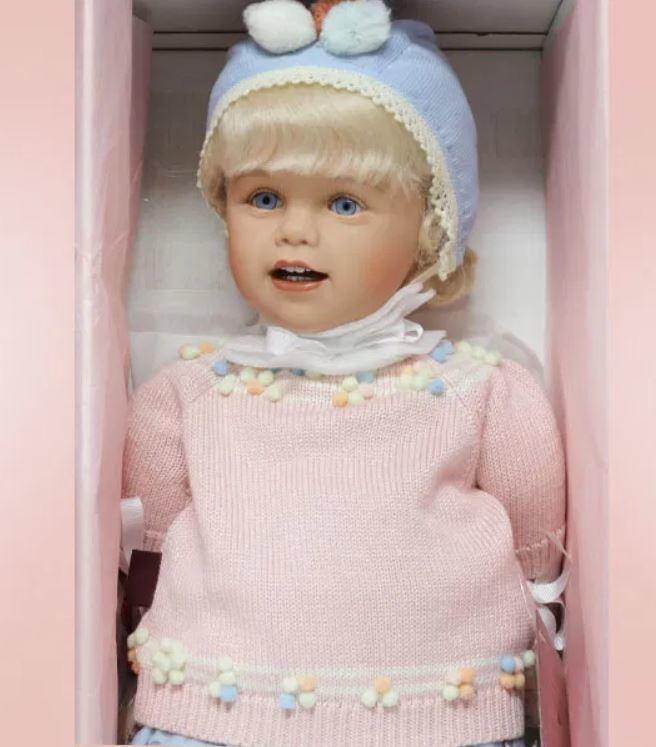 """Bambola da Collezione Vinile """"Selma di Sissel B. Skille"""" con Occhi Blu e Riccioli Biondi, edizione limitata 500 pezzi Gotz Made in Germany"""