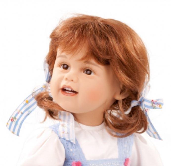 """Bambola da Collezione Vinile """"Elise di Sissel B. Skille"""" con Vestitino Bianco e Blu e Scarpette in Pelle, edizione limitata 250 pezzi Gotz Made in Germany"""