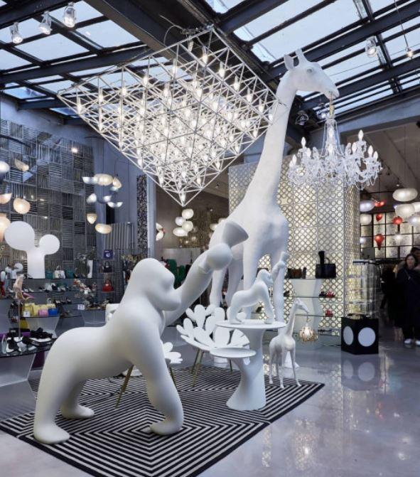 Lampada da Terra Giraffa In Love Indoor di Qeeboo in Fibra di Vetro - Offerta di Mondo Luce 24