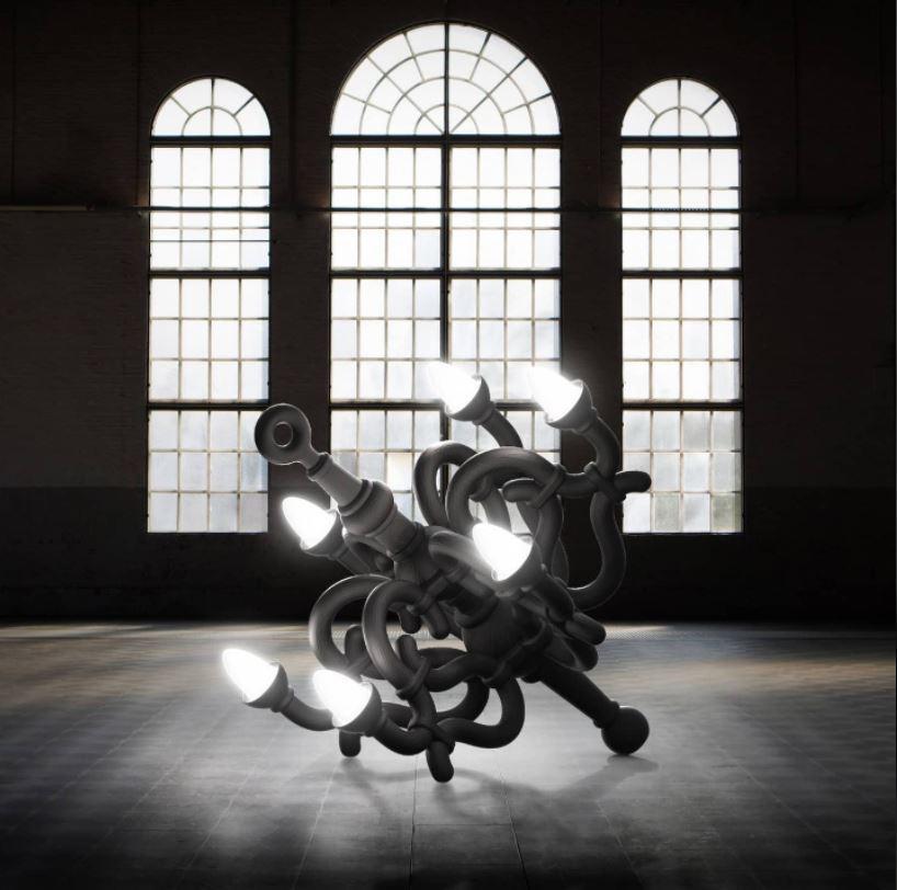 Lampada da Terra Fallen Chandelier XL di Qeeboo in Fibra di Vetro, Varie Finiture - Offerta di Mondo Luce 24