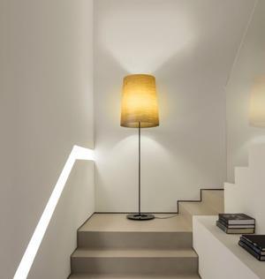 Lampada da Terra Grace di Karboxx con Paralume in Lino Naturale e Fibra di Vetro  - Offerta di Mondo Luce 24