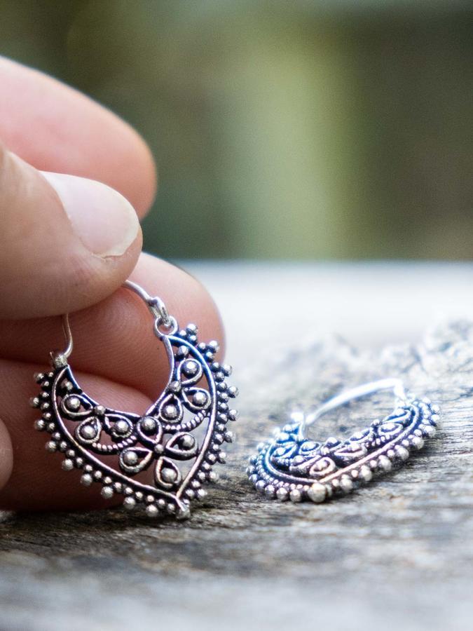 Orecchini argento mini, a goccia con greche fiori e chiusura a gancio