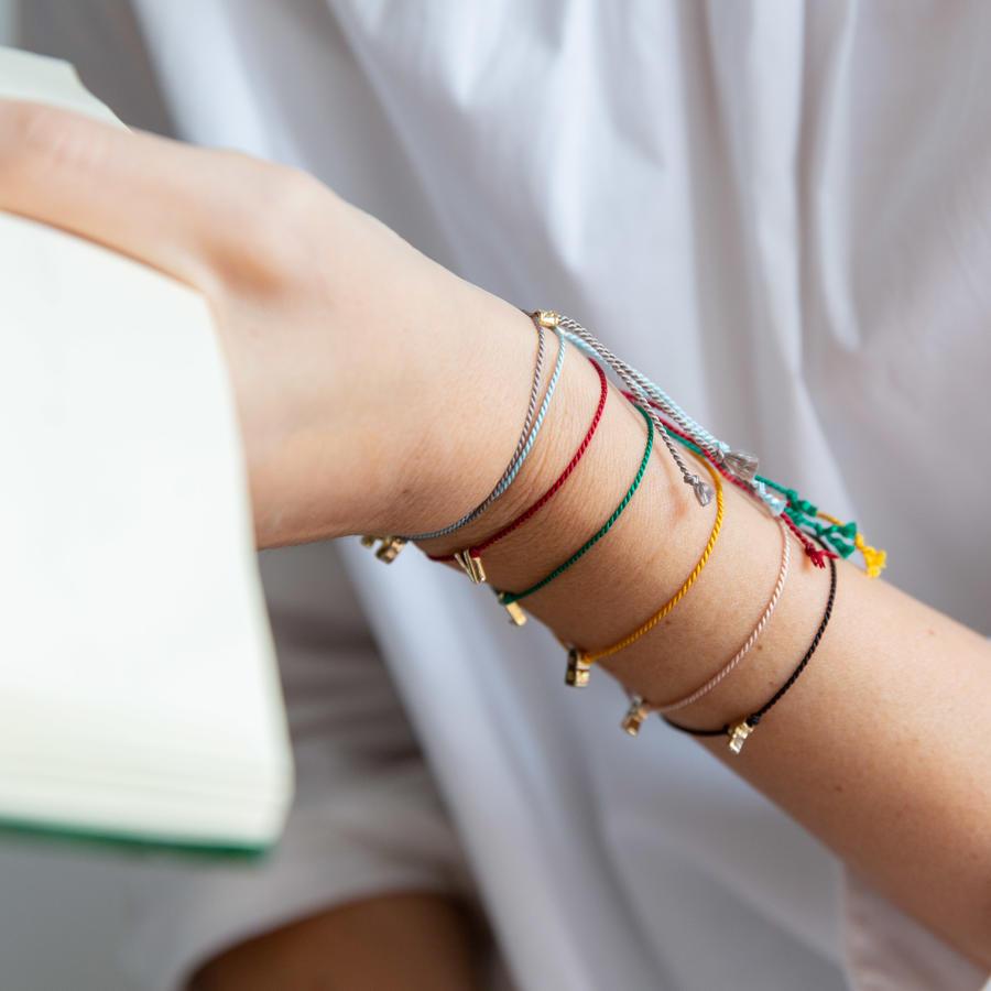 Bracciale di seta sottile con lettera [ + colori ]