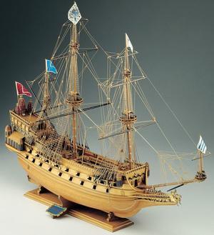Scatola di Montaggio in Legno COURONNE di Corel - Offerta di Mondo Nautica 24