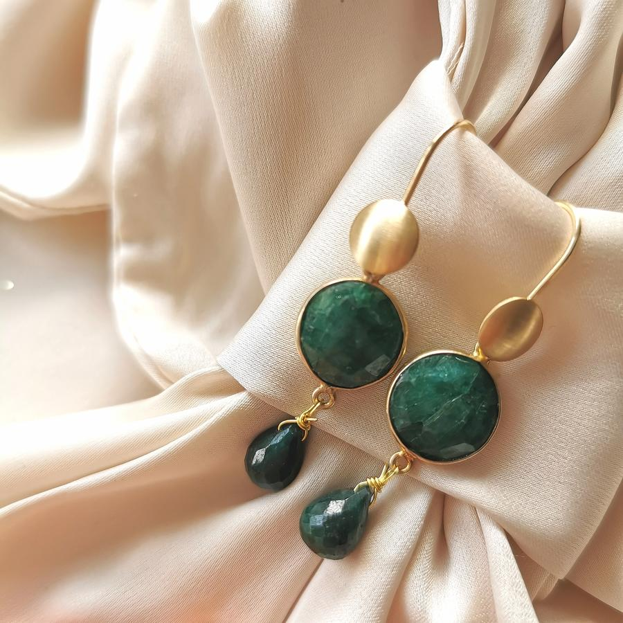 Orecchini con radice di smeraldo