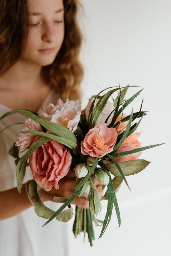 Bouquet con 10 fiori in carta crespa Ø 25 cm h 35 cm circa