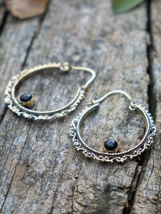 Orecchini ottone ad anello con greca etnica e pietra Ossidiana