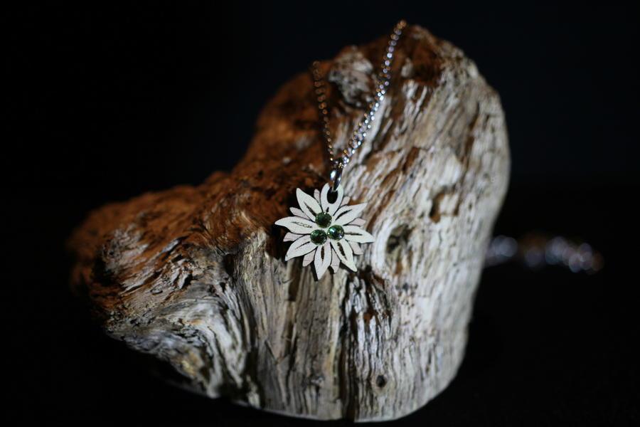 Ciondolo stella alpina dipinta
