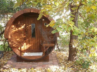 Glamping Sauna Barile in legno di pino nordico Mod. Majken 2,4 m x Ø 2,27 m - 46mm – Riscaldatore elettrico incluso