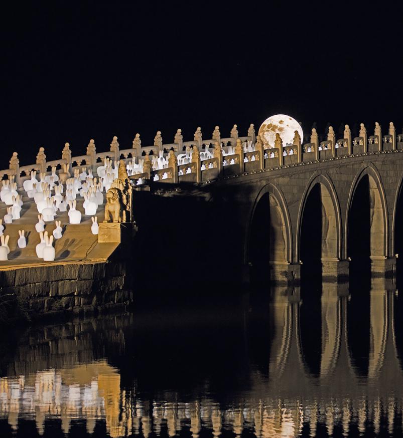 Lampada da Terra Rabbit XS in LED Ricaricabile di Qeeboo in Polietilene - Offerta di Mondo Luce 24