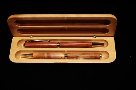 Portapenne in legno per due penne
