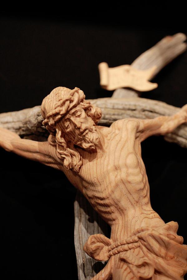 Cristo larice 65cm