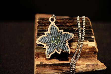 Ciondolo stella alpina denim