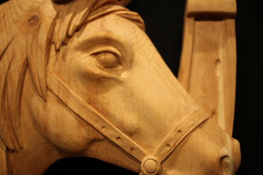 Cavallo con ferro scolpito a mano