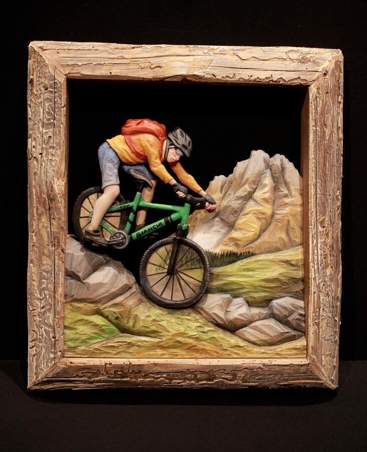 Rilievo di ciclista dipinto