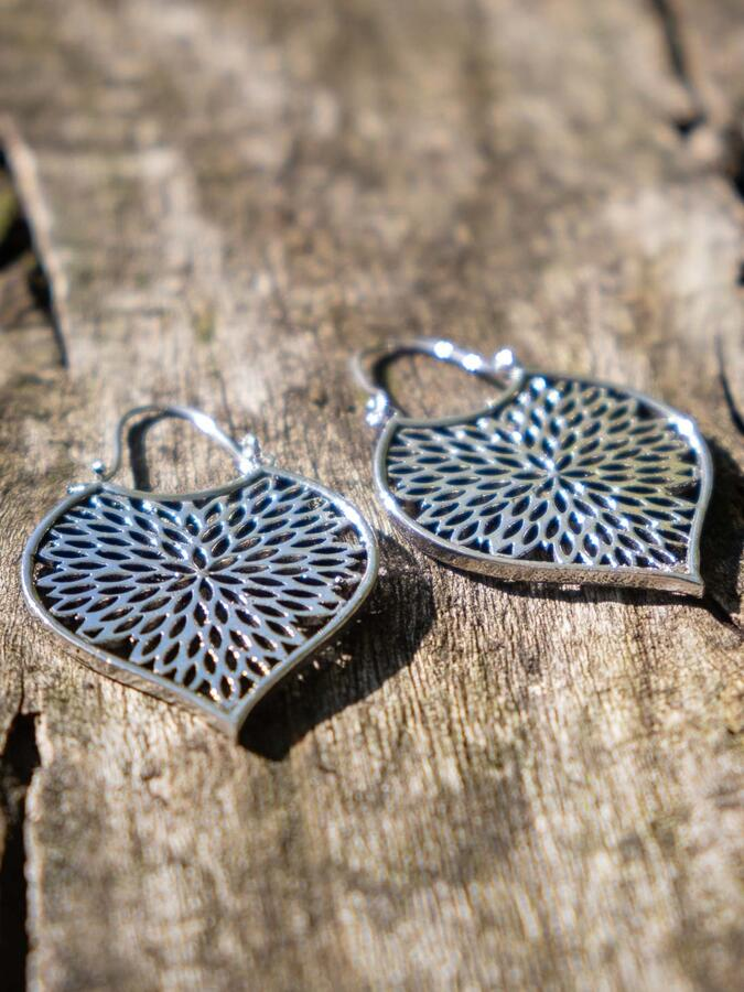 Silver-plated leaf earrings with petal pattern and hook closure